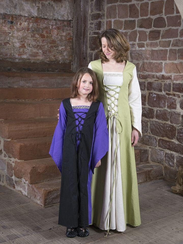 Robe médiévale Jacqueline en crème et vert clair 4