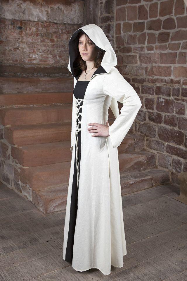 Robe médiévale Luna en blanc et noir au centre 4