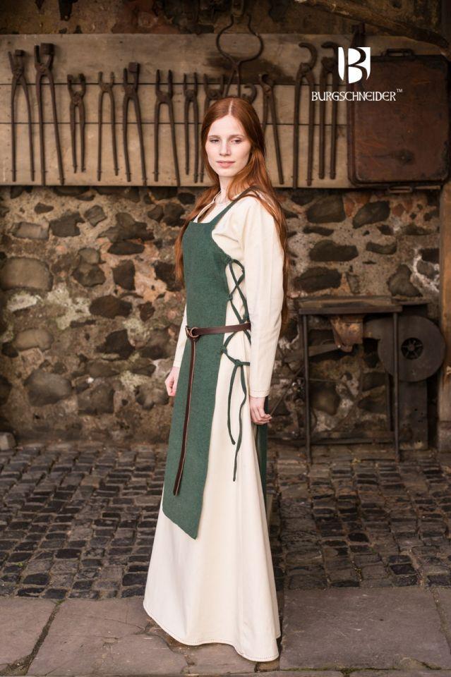 Robe tablier Gyda en vert 4