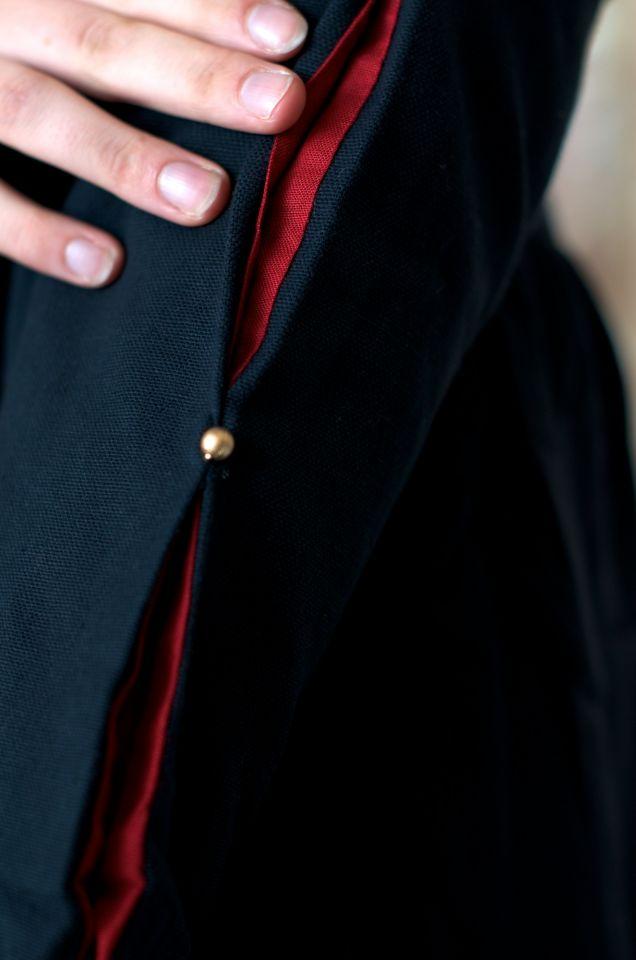 Robe médiévale en coton noire et rouge 5