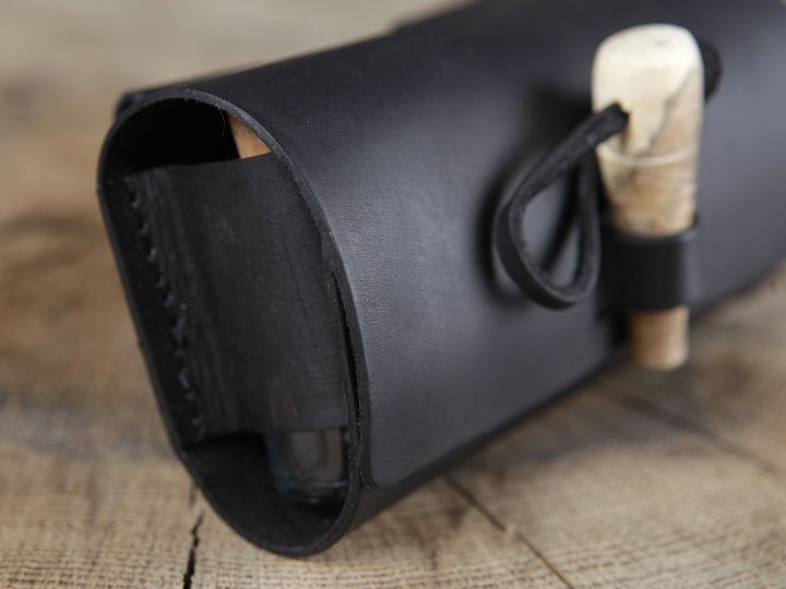 Sacoche de ceinture en cuir et ses cinq flacons 5