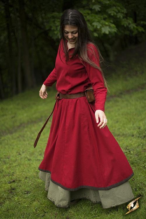 Robe avec surpiqures en rouge 5