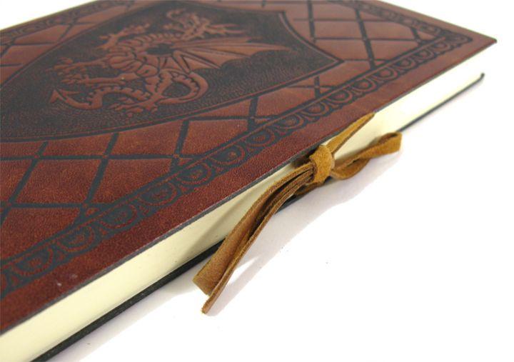 Livre en cuir Dragon ailé moyen 12 cm x 17 cm 5