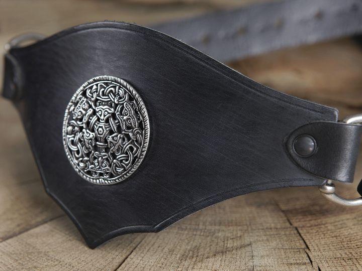 Ceinture corsetée en cuir noir à médaillon celtique 6