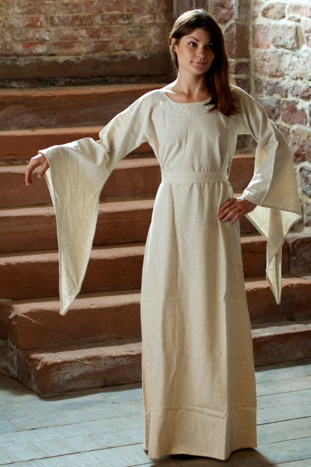 Robe médiévale en lin blanc-écru 7