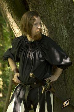 Chemise médiévale froncée au col en noir