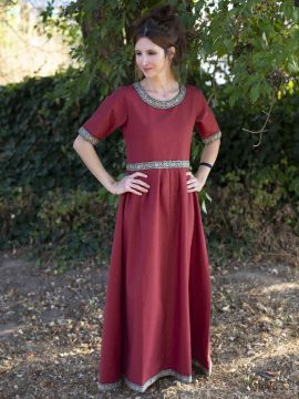 Robe manches courtes avec galon, en rouge XL