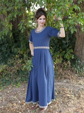 Robe manches courtes avec galon, en bleu L